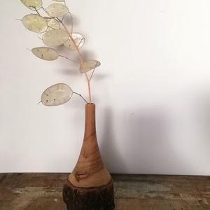 Fa váza, Otthon & Lakás, Dekoráció, Váza, Famegmunkálás, Fa váza.\nA váza csak egy kicsi, keskeny mélyedéssel van ellátva. Egy szál virág, vagy egy-két szál s..., Meska
