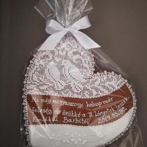 Mézeskalács szív esküvőre, Dísztárgy, Dekoráció, Otthon & Lakás, Mézeskalácssütés, Mézeskalácsból készült ajándéktárgy esküvőre\nMagassága kb 18-20 cm\nAz ár egy darabra vonatkozik...., Meska