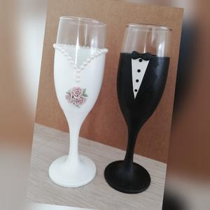 Esküvői pezsgős pohár szett, Otthon & lakás, Konyhafelszerelés, Bögre, csésze, Gyurma, Esküvői pezsgős pohár szett.\n\nAz ár a 2 db poharat tartalmazza.\nKérésre más mintával is elkészítem...., Meska