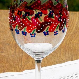 Üvegfestett boros poharak egyedi mintával, Otthon & lakás, Konyhafelszerelés, Festészet, Üvegművészet, Üvegfestett borospohár, mely szabadkézzel, kontúr nélüli üvegfestéssel készül, egyedi mintázattal. \n..., Meska