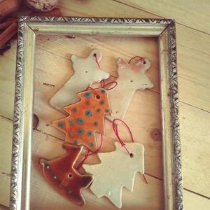 Kerámia karácsonyfadíszek , Otthon & lakás, Lakberendezés, Karácsony, Dekoráció, Ünnepi dekoráció, Karácsonyfadísz, Kerámia, Vörös és fehér agyagból formáztam majd mázaztam ezeket a felfüggeszthető karácsonyi díszeket.\n\nEbben..., Meska