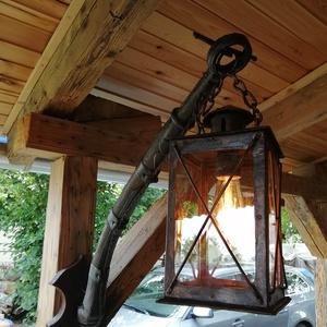 Rusztikus szekér alkatrészből és régi lámpásból készült falilámpa. , Otthon & lakás, Lakberendezés, Lámpa, Fali-, mennyezeti lámpa, Famegmunkálás, Mindenmás, Egyedi készítésű ódon szekér alkatrészéből (lőcs), régi lámpásból ,ezért egyedi formavilágú lámpa , ..., Meska