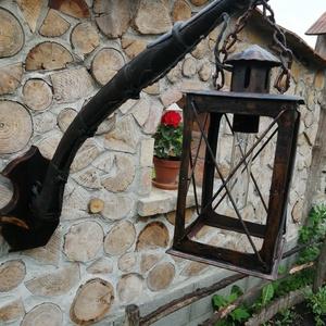 Rusztikus szekér alkatrészből és régi lámpásból készült falilámpa.  (Zsompeter) - Meska.hu