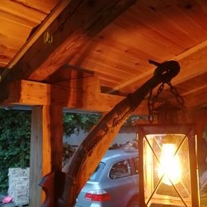 Egyedi rusztikus lámpa., Otthon & Lakás, Lámpa, Asztali lámpa, Famegmunkálás, Fémmegmunkálás, Ódon szekér alkatrészből (lőcs) és régi lámpásból készített, egyedi formavilágú lámpa. Textilbevonat..., Meska