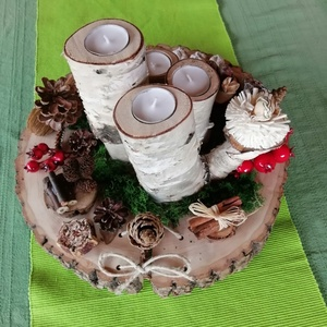 Adventi koszorú asztaldísz, Karácsony & Mikulás, Adventi koszorú, Famegmunkálás, Fakorongból készített asztaldísz karácsonyi időszak hangulatában természetes anyagokól elkészítve. A..., Meska