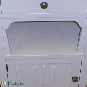 mosdó szekrényke, Bútor, Otthon & lakás, Dekoráció, Lakberendezés, Famegmunkálás, Mindenmás, \nMosdó szekrényke, tömör fenyőfából, fehér zománcfestékkel kezelve.\nalapterülete: 45 x 40 cm\nmagassá..., Meska