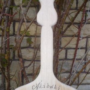 vágódeszka-tulipán, Konyhafelszerelés, Otthon & lakás, Férfiaknak, Dekoráció, Vágódeszka, Famegmunkálás, Mindenmás, tömör kőrisfából készült (szines rejzolatú)\nmérete: 75x28cm\nvastagsága 23mm\nfelülébe név égetve (meg..., Meska