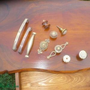 1 fiokos varró asztalka, Bútor, Otthon & lakás, Asztal, Dekoráció, Dísz, Famegmunkálás, Mindenmás, Diófurnér terítékes, cabriol lábas, egy fiokos kisasztal. \nLap mérete: 35 x 60 cm,\nmagasság: 75 cm\nM..., Meska