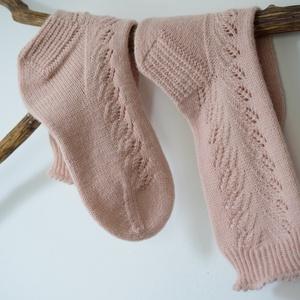 Gerda, kézzel kötött, csipkemitás női zokni, Ruha & Divat, Cipő & Papucs, Zokni, Saját tervezésű, kézzel kötött, a csipkemintának és a picot kezdésnek köszönhetően igazán finom és n..., Meska