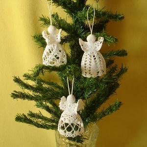Karácsonyi angyal horgolt , Karácsonyfadísz, Karácsony & Mikulás, Otthon & Lakás, Horgolás, Az angyalka 100%-os pamut fonalból  készül. \nRendelésre is készítek különböző mintákkal!!!!!\nAz ár 3..., Meska