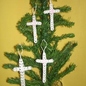 Karácsonyi dísz kereszt, Karácsonyfadísz, Karácsony & Mikulás, Otthon & Lakás, Horgolás, A keresztek 100%-os pamut fehér fonalból  készül. \nRendelésre is készítek különböző mintákkal és mér..., Meska