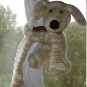 Függöny összekötő függöny fogó horgolt játékfigura kutya, Függöny, Lakástextil, Otthon & Lakás, Horgolás, Kézzel horgolt függöny összekötő kutya figurák párban.\nMérete 38 cm a kéz hosszával együtt.\nMűszálas..., Meska