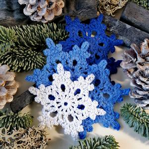 Karácsonyi horgolt csillagok, Karácsony & Mikulás, Karácsonyfadísz, Horgolás, Csomózás, ...  5 darab kézzel készült, \nhorgolt karácsonyi dekoráció...\n\nMérete: \n- átmérő kb 8- 9 cm.\n\nÁrak:\n..., Meska