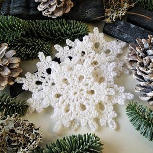 Karácsonyi horgolt csillagok, Karácsony & Mikulás, Karácsonyi dekoráció, Horgolás, Csomózás, ...  5 darab kézzel készült, \nhorgolt karácsonyi dekoráció...\n\nMérete: \n- átmérő kb 8- 9 cm.\n\nÁrak:\n..., Meska