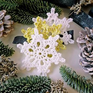 Horgolt csillagok, Karácsony & Mikulás, Karácsonyi csomagolás, Horgolás, Csomózás, ...  3 darab kézzel készült, \nhorgolt karácsonyi dekoráció...\n\nMérete: \n- átmérő kb 8- 9 cm.\n\nÁrak:\n..., Meska