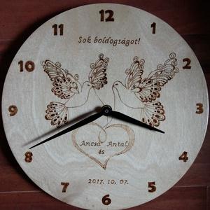 Fából készült fali óra - kézzel, pirográffal készült grafikával (zsukica) - Meska.hu