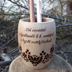 Fa tolltartó - Hordócska tolltartó - tanári ajándék, Lakberendezés, Otthon & lakás, Asztaldísz, Dekoráció, Famegmunkálás, Gravírozás, pirográfia, Bükkfából esztergált, egyedi tolltartó, melyre ballagásra, pedagógusnapra készítettem egy magyar mot..., Meska