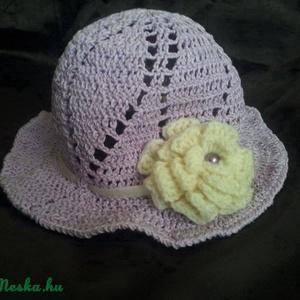 Levendula lila kislány kalap, Táska, Divat & Szépség, Sál, sapka, kesztyű, Ruha, divat, Sapka, Horgolás, Gyönyörű levendula lila kislány kalap,amelyet a krém színű szaténszalagból készült masni illetve az ..., Meska