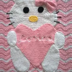 Cicás babatakaró, Lakberendezés, Otthon & lakás, Lakástextil, Takaró, ágytakaró, Horgolás, Nagyon puha chevron mintával készült Hello Kitty-s horgolt babatakaró.\nNagyon jó minőségű baba fonal..., Meska