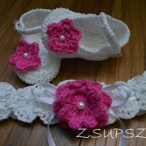 Pántos baba cipellő + ajándék hajpánt, Táska, Divat & Szépség, Cipő, papucs, Ruha, divat, Gyerekruha, Gyerek & játék, Baba (0-1év), Horgolás, Gyönyörű selyemfényű fonalból készült pántos baba cipő,melyet egy azonos fonalból készült pink virág..., Meska