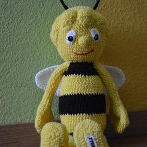 Méhecske, Játék, Gyerek & játék, Játékfigura, Horgolás, Kedve,aranyos méhecske ihlette egyik legújabb munkám.\nMérete kb: 40 cm így könnyen lehet vele játsza..., Meska