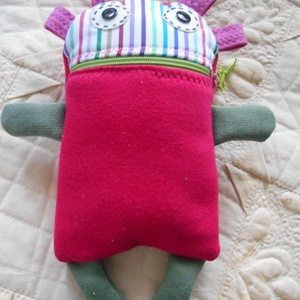 Gondevő baba /gondevőke /szörnyike, Játék & Gyerek, Plüssállat & Játékfigura, Szörnyike, Varrás, Puha pólóanyagokból varrtam ezt a cipzáras szájú babát. Ölelgetésre is jó, de lelki társ is: A cseme..., Meska
