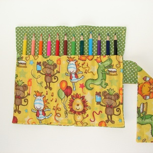 """Boldog szülinapot! - Ceruzatekercs ceruzával, Játék, Gyerek & játék, Készségfejlesztő játék, Gyerekszoba, Varrás, Kívül zöld pöttyös, belül vidám, sárga alapon \""""állatos-szülinapos\"""" ceruzatartó. \nKinyitva kb. 25×20 ..., Meska"""