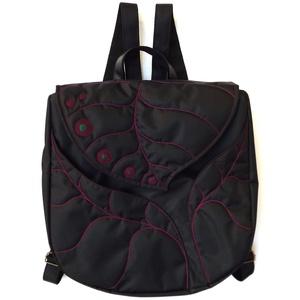 BettinaBag hátizsák, Táska & Tok, Hátizsák, Hátizsák, Varrás, Leveles, nagyméretű hátizsák sok zsebbel és pöttyökkel. Az alapanyaga fekete, fényes gyöngyvászon. ..., Meska