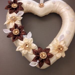 Őszi szív dekor, Otthon & Lakás, Dekoráció, Ajtódísz & Kopogtató, Mindenmás, Kanzashi technikával, az őszi színvilágban összeállított szív alakú dekoráció. Ajtódísznek, asztaldí..., Meska