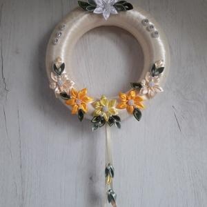 Kanzashi ajtódísz - húsvét, - tavasz ., Otthon & Lakás, Dekoráció, Ajtódísz & Kopogtató, Mindenmás, 20 cm átmérőjű hungarocell alapot bevontam szalaggal, majd feldíszítettem a virágokkal.\nMás színben ..., Meska