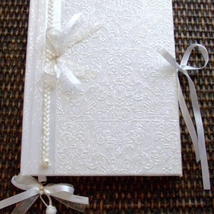 ESKÜVŐI VENDÉGKÖNYV - Emlékkönyv, Esküvő, Emlék & Ajándék, Vendégkönyv, Decoupage, transzfer és szalvétatechnika, Papírművészet, A fehér papírcsipke tiszta eleganciája uralja ezt a vendégkönyvet. A masni alsó része krém organza, ..., Meska