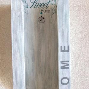 Sweet home papírzsebkendő tartó , Otthon & Lakás, Tárolás & Rendszerezés, Zsebkendőtartó, Decoupage, transzfer és szalvétatechnika, Egyedi festéssel, kedves kalitkával készült ez a 100 db-os p.zs tartó, mely falra is rögzíthető. A l..., Meska