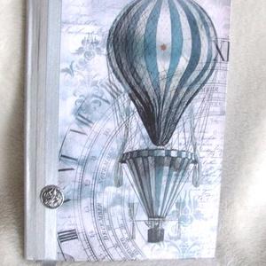 Emlékkönyv - Kék hőlégballonnal, léghajóval, Otthon & Lakás, Papír írószer, Könyv, Decoupage, transzfer és szalvétatechnika, Napló méret:14,7 x 20,5 x 1 cm, (A/5-ös méret) Kb. 100 sima lap. Többször lakkoztam, hogy igazán str..., Meska