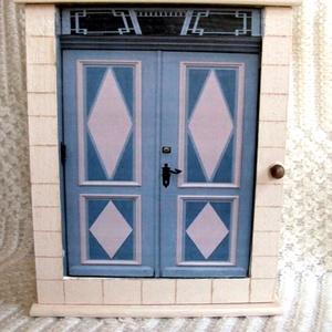 KULCSTARTÓ SZEKRÉNY -  Tallini utcák 2 méretben, Otthon & Lakás, Kulcstartó szekrény, Bútor, Nagy méretű egyedi kulcstartó szekrényt készítettem, stílszerűen egy tallini kapuval. Az ajtót a tal..., Meska