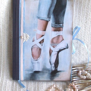 Emlékkönyv - Balett, Jegyzetfüzet & Napló, Papír írószer, Otthon & Lakás, Papírművészet, Ez a balett szerelmeseinek készült,.\nMéret:14,7 x 20,5 x 1 cm, (A/5-ös méret, sima lapokkal, kb. 95 ..., Meska