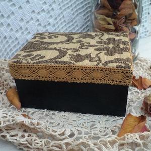Csipkével díszített fekete ékszeres doboz (Zsuzskalak) - Meska.hu