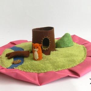 """Rókás motyó \""""S\"""", Játék, Gyerek & játék, Játékfigura, Készségfejlesztő játék, Baba, babaház, Baba-és bábkészítés, Varrás, Ebben a motyóban egy kis ravaszdi élőhelyét találod. És hogy ő hol van? Hol az odvas fában pihen, ho..., Meska"""