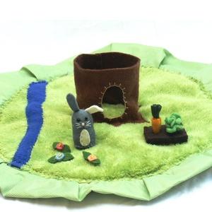 """Nyuszis motyó \""""S\"""" , Játék, Gyerek & játék, Játékfigura, Készségfejlesztő játék, Báb, Varrás, Baba-és bábkészítés, Kis nyuszi lakik itt a fa odvában. Reggel ha felkel, nagyot tornázik a mezőn.\nAztán kis kertjébe sie..., Meska"""