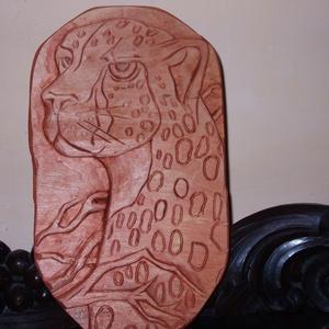 Egyedi, kézzel szobrászolt fa dombormű ,falikép