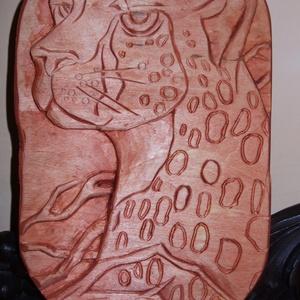 """Egyedi, kézzel szobrászolt fa dombormű ,falikép \""""NAGYMACSKA\"""", Képzőművészet, Otthon & lakás, Szobor, Fa, Dekoráció, Famegmunkálás, Szobrászat, Kézzel szobrászolt fa dombormű. Mérete26cmx16cm. Vastagsága 1.8cm.Ezen a képen is az állatábrázolás ..., Meska"""