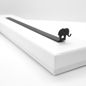 Elefánt könyvjelző, Otthon & Lakás, Papír írószer, Könyvjelző, Fémmegmunkálás, Festett tárgyak, Matt festésű, fémből készült egyedi tervezésű könyvjelző elegáns díszdobozban.\n\nMérete: 18,5 cm * 1,..., Meska