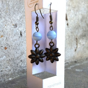 Mini virágos , halványkék gyöngyös, lógós fülbevaló , Ékszer, Fülbevaló, Lógós fülbevaló, Gyöngyfűzés, gyöngyhímzés, Ékszerkészítés, Az ékszer 1-1db halványkék színű gyöngy és 1-1db mini virág fityegő összefűzésével készült,  melyet ..., Meska