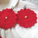 Nagy Piros Horgolt Fülbevaló , Ékszer, Fülbevaló, Lógós fülbevaló, Horgolás, Piros pamutcérnából horgoltam ezt a nagy kerek virágformájú fülbevalót.  Közepét 1-1 fa gyönggyel d..., Meska