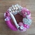 Rózsaszín romantika - koszorú virágokkal, Dekoráció, Otthon, lakberendezés, Dísz, Asztaldísz, Virágkötés, A koszorúalapot rózsaszín hánccsal tekertem körbe, majd papírvirágokkal, szárított termésekkel, zuz..., Meska