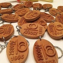 Egyedi kulcstartó, Mindenmás, Kulcstartó, Famegmunkálás, Egyedi domborműves vagy égetett kialakítású fa kulcstartó, tetszőleges kivitelezéssel, felirattal, ..., Meska