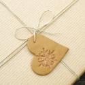 5 db Téli szív karácsonyi függődísz - ajándékkísérőnek, karácsonyfadísznek, dekorációnak, Otthon & lakás, Karácsonyfadísz, Karácsonyi, adventi apróságok, Ünnepi dekoráció, Dekoráció, Dísz,  5 db kézzel készített szív alakú függődísz, bemélyedő hópelyhes mintával. A csillag anyaga mézeskal..., Meska