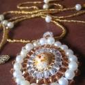 Gömbközepű nyaklánc, Ékszer, Nyaklánc, Csinos, könnyen variálható ékszer, nagyon sok fazonú és színű ruhához viselhető :)  A medál közepe e..., Meska