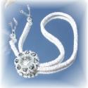 Ezüst-fehér nyakék, A gyöngy horgolt nyaklánc medáljának alapja eg...