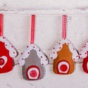 """""""Karácsonyi házikók"""" karácsonyfadísz szett, Dekoráció, Ünnepi dekoráció, Karácsonyi, adventi apróságok, Karácsonyfadísz, Filcből készült házikók gombokkal, gyöngyökkel díszítve.  100%-ban kézzel varrva :)  Mére..., Meska"""