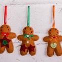 """""""Mézik 2."""" karácsonyfadísz szett, Dekoráció, Ünnepi dekoráció, Karácsonyi, adventi apróságok, Karácsonyfadísz, Filcből készült mézeskalács emberkék gombokkal, gyöngyökkel díszítve.  100%-ban kézzel va..., Meska"""